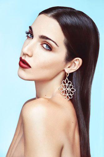 Maquillaje y joyas